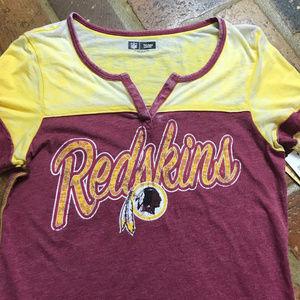 NWT - Washington Redskins t-shirt Size: Medium